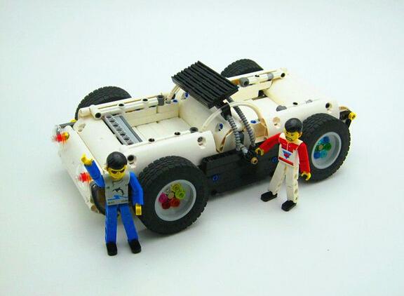 【榕榕的MOC】白色世纪未来车