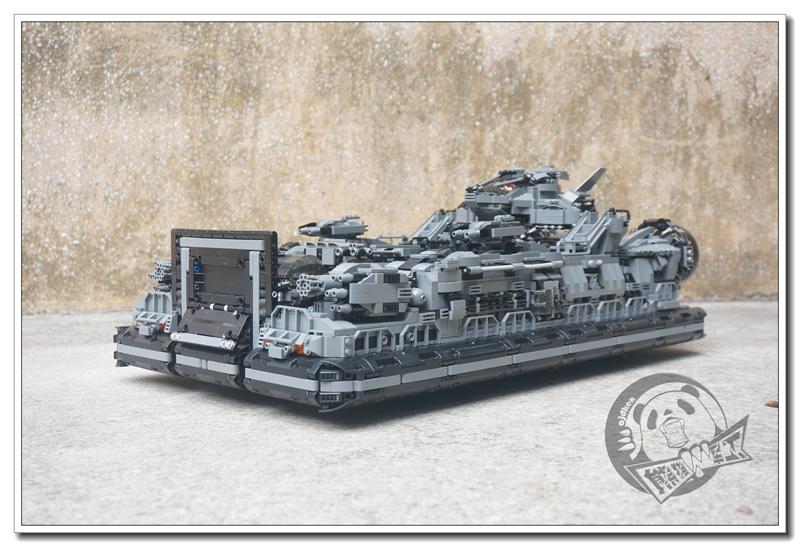 《熊猫军工》特种陆航团—狂牛号两栖作战舰